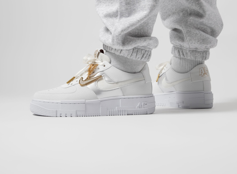 Soldes > nike air force one dore > en stock